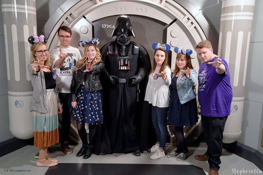 Darth-Vader-Meet-Disneyland-Paris