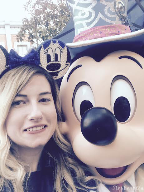 Mickey-Selfie-Disneyland-Paris
