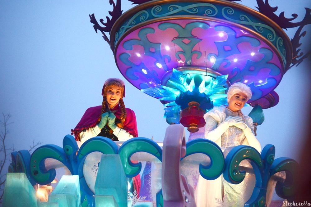 Anna-Elsa-Stars-On-Parade