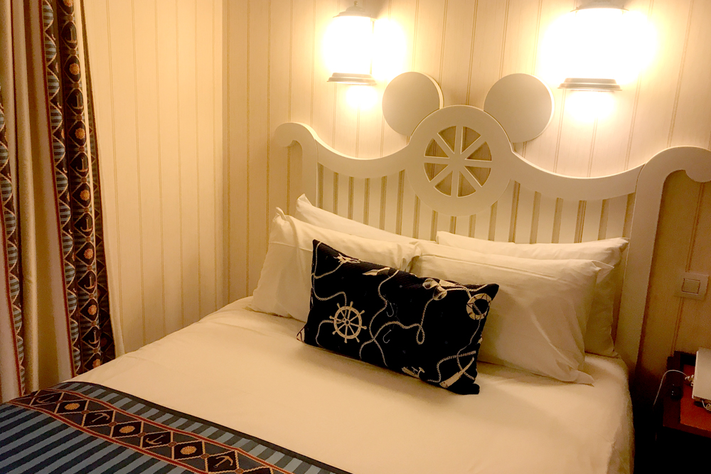 Newport Bay Hotel Lakeside Room Disneyland Paris