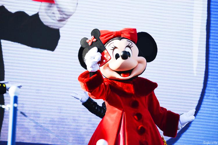 Minnie Surprise Mickey