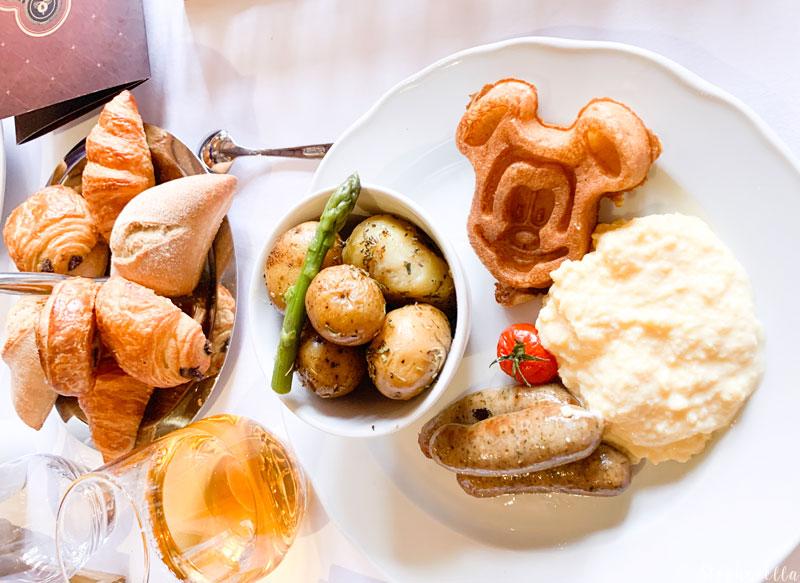 Auberge de Cendrillon Mickey Waffle